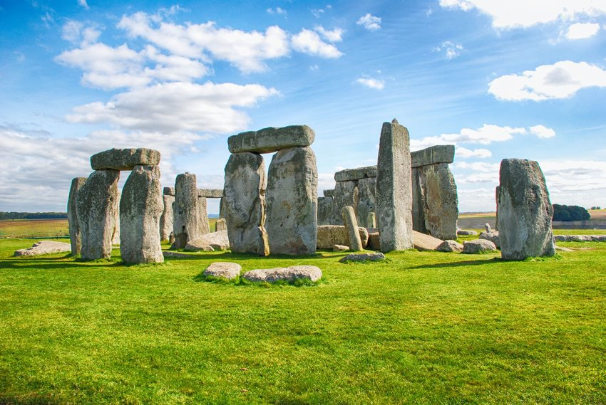 Photo of Stonehenge in a grassy field