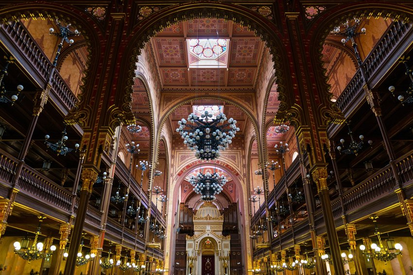 4 of the Most Beautiful Synagogues in the World