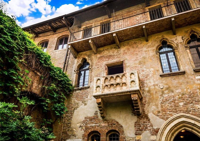 Photo of the Capello Family Balcony in Verona