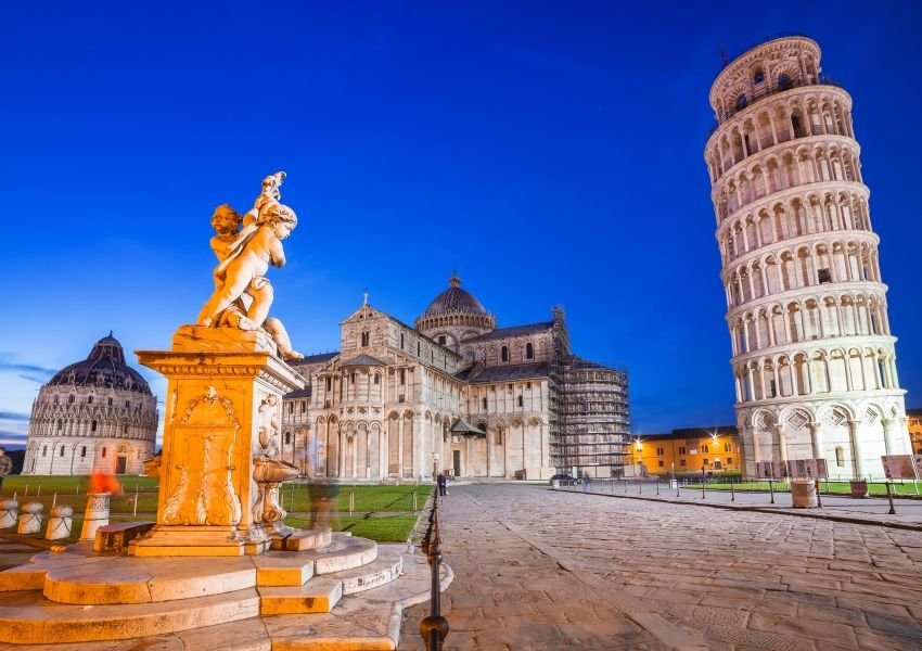 Photo of the leaning tower of Pisa and a small statue