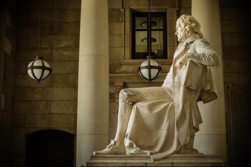 Photo of a statue of Thomas Jefferson