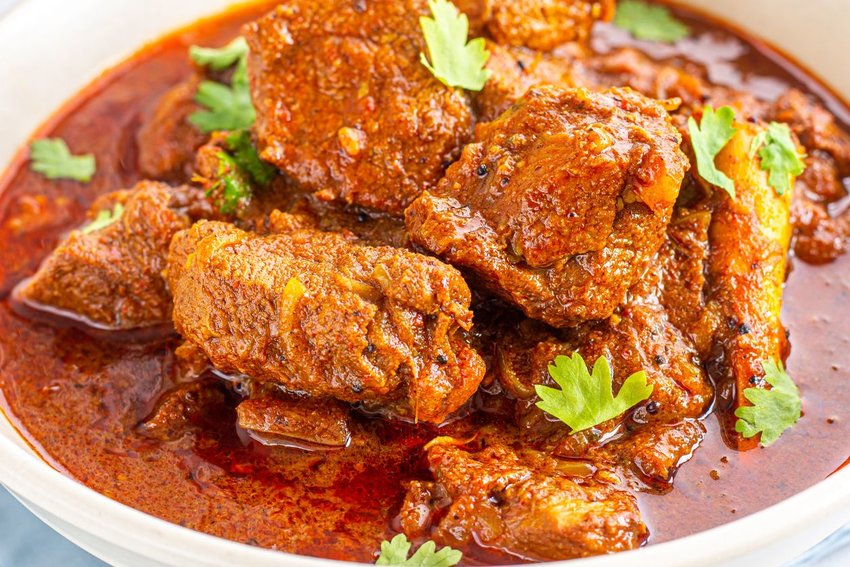 Photo of vindaloo meat in a red sauce