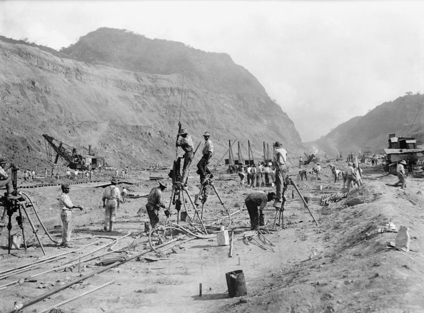 Historical black and white photo of Panama Canal workers as they began construction, 1913