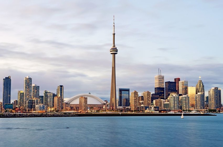 Skyline of the city of Toronto with the CN tower
