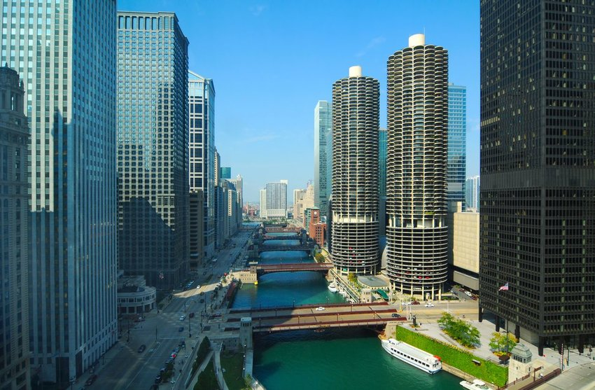 Chicago river with Marina City buildings