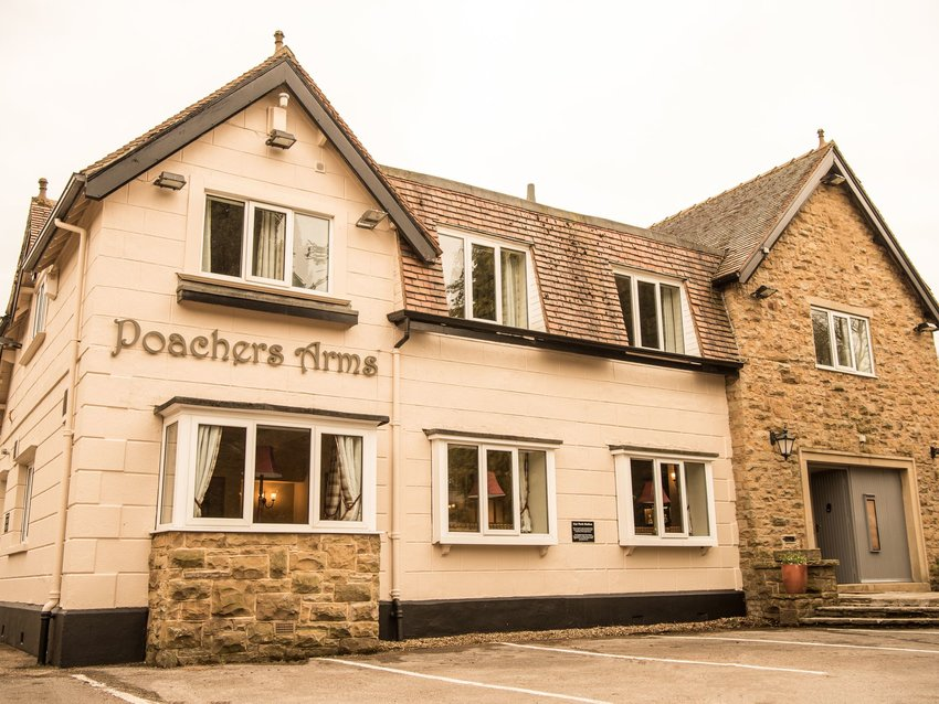 You and 30 of Your Closest Friends Can Spend the Night at This Pub