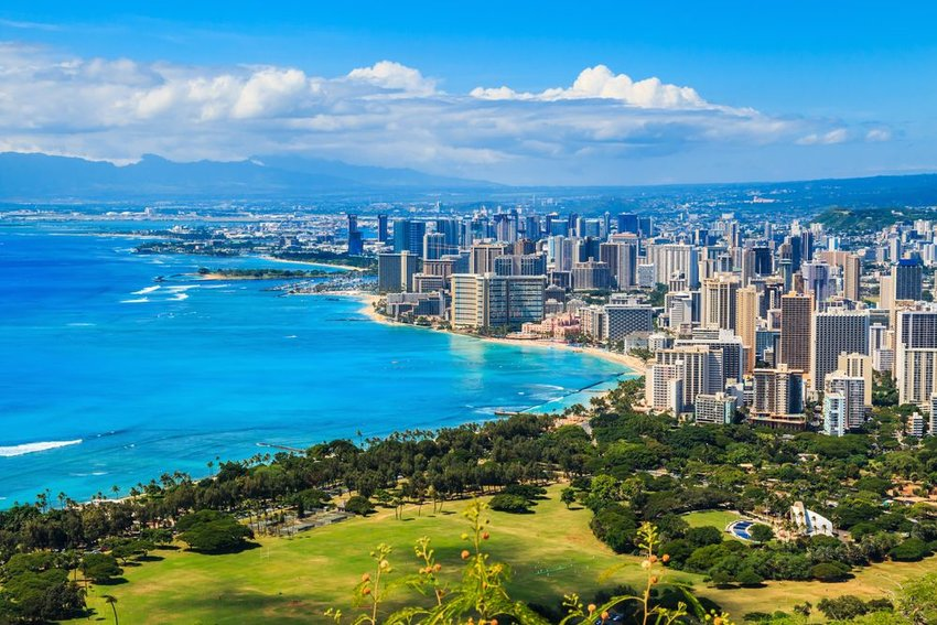 Aerial view of scenic beach and city in Honolulu, Hawaii