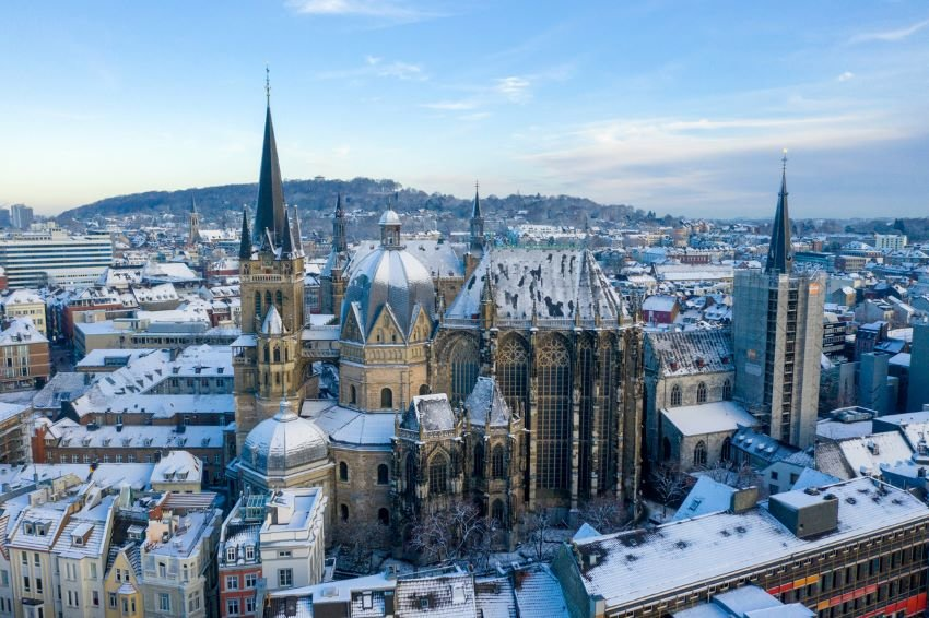Aerial image of Aachen Cathedral covered in snow