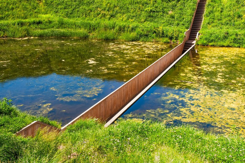 Overview of Moses Bridge below the water surface